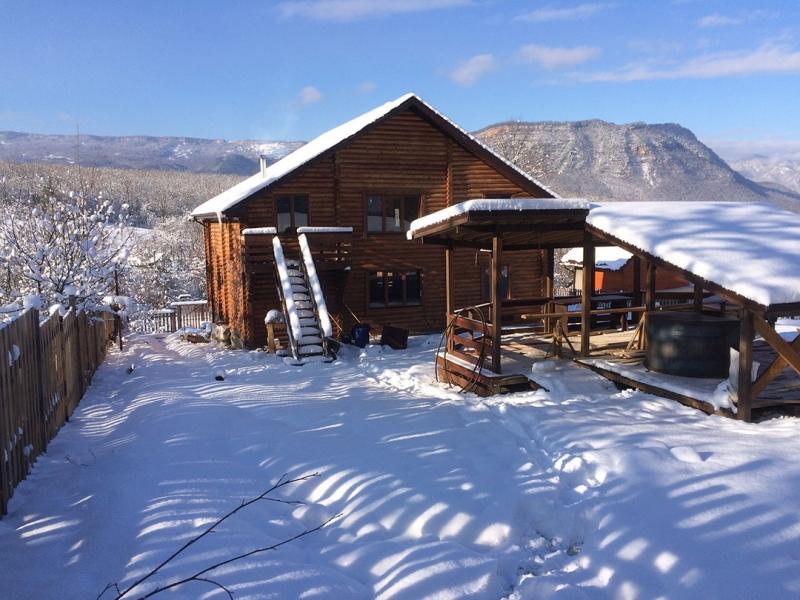 Снять деревянный коттедж Южный - отдых в горах Краснодарского края.