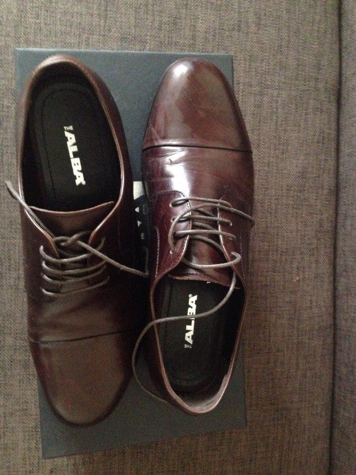 Продам мужские туфли ALBA 40 размер Идеальное состояние, были обуты 1 раз