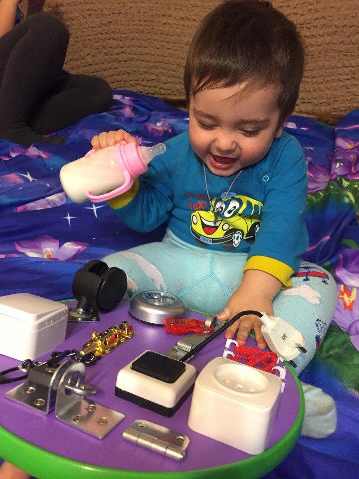 Бизиборд  развивающая доска с замочками и кнопочками для малышей
